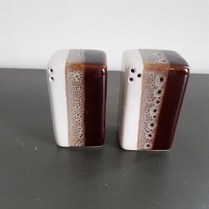 Mid Century Look Salt & Pepper Shaker